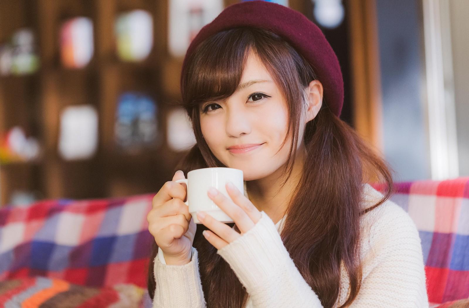 コーヒーを飲む河村友歌がかわいい